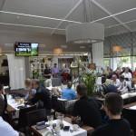 HNMKY:n pääsihteeri Timo Laulaja avaa golf-tapahtuman Pickalan salissa.
