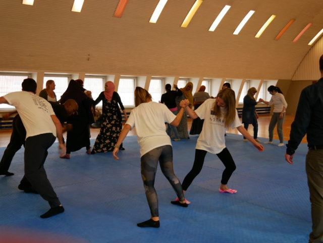 Itsepuolustuksen harjoittelua osana Y-Care MOVEZia keskiviikkoisin 10-12.