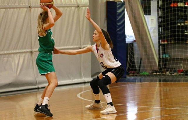 U16-tytöt pelasivat MPH:lla kaksi ottelua sunnuntaina (kuva Harri Vallilla