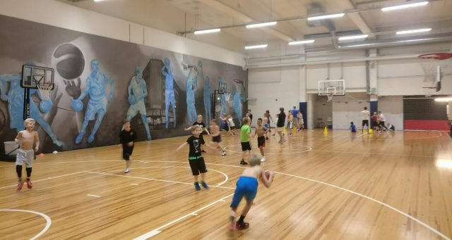 Malmin ja Pakilan 08-pojat harjoittelevat kerran viikossa yhdessä MPH:lla. Harjoituksissa on paikalla yleensä 20-3o pelaajaa!